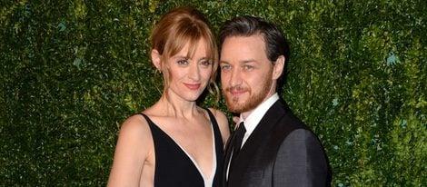 Anne Marie Duff y James McAvoy en los Evening Standard Theatre Awards 2014