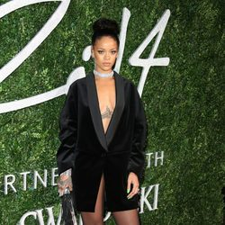 Rihanna acude a los 'British Fashion Awards 2014' en Londres