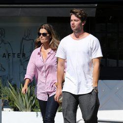 Patrick Schwarzenegger y su madre Maria Shriver en Los Ángeles
