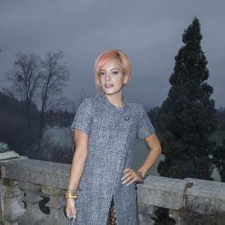 Lilly Allen en el desfile de Chanel en Salzburgo