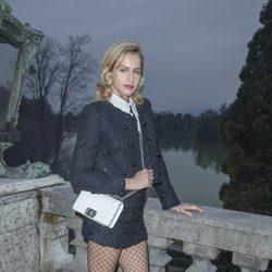 Alice Dellal en el desfile de Chanel en Salzburgo