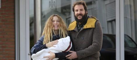 Borja Thyssen y Blanca Cuesta presentan ante los medios a su hija Kala