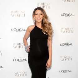Blake Lively acude a los 'Annual Women of Worth Awards 2014'
