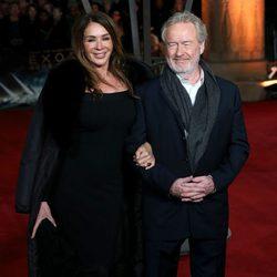 Giannina Facio y Ridley Scott en el estreno mundial de 'Exodus' celebrado en Londres
