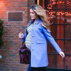 Blake Lively derrocha estilo con un elegante look naútico en Nueva York