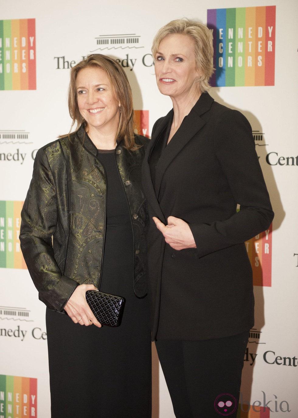 Jane Lynch y Elizabeth Dickey en la entrega del Premio Kennedy 2014