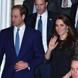 El Príncipe Guillermo y Kate Middleton salen de una cena de la asociación Amigos Americanos de la Fundación Real en Nueva York