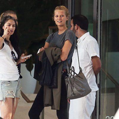 La modelo Toni Garrn con una amiga en Miami