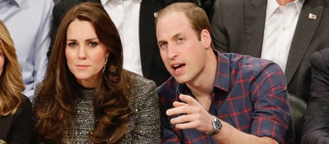 El Príncipe Guillermo y Kate Middleton en un partido de la NBA en Nueva York