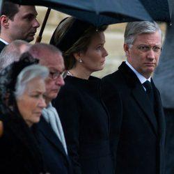 Los Reyes Felipe y Matilde y los Reyes Alberto y Paola de Bélgica en el funeral de la Reina Fabiola