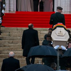 El féretro de la Reina Fabiola de Bélgica entra en la Catedral de Bruselas