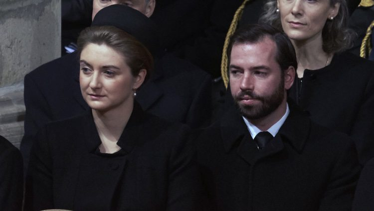 Guillermo y Estefanía de Luxemburgo y la Princesa Sibilla en el funeral de Fabiola de Bélgica