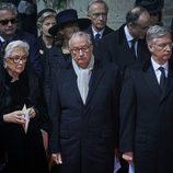 El Rey Felipe de Bélgica con sus padres en el funeral de la Reina Fabiola