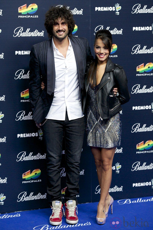 Melendi y Julia Nakamatsu en los Premios 40 Principales 2014