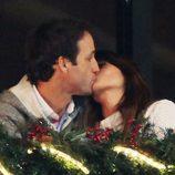 Álvaro Muñoz Escassi y Sonia Ferrer dándose un beso en el Concurso de Saltos de Casas Novas 2014