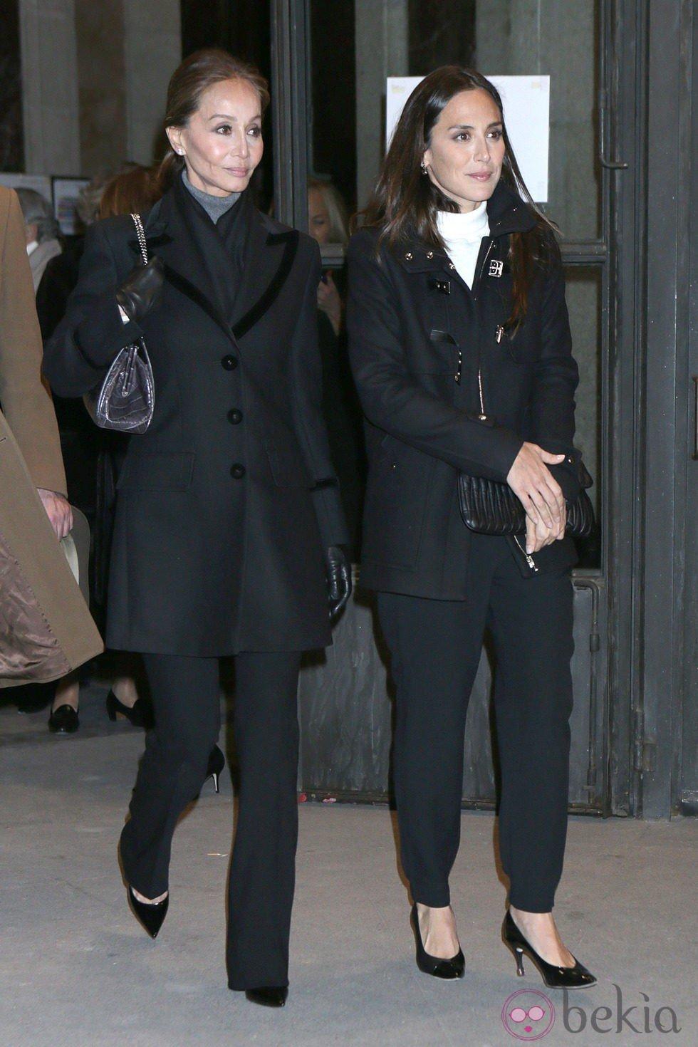 Isabel Preysler y Tamara Falcó en el funeral de la Duquesa de Alba en Madrid