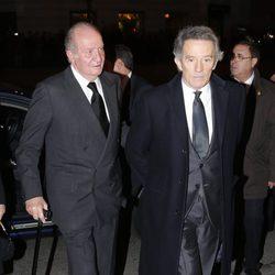 El Rey Juan Carlos y Alfonso Díez en el funeral de la Duquesa de Alba en Madrid