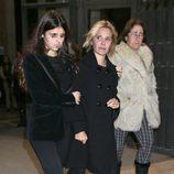 Eugenia Martínez de Irujo y su hija Cayetana en el funeral de la Duquesa de Alba en Madrid
