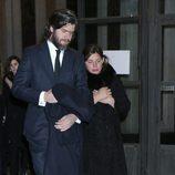 Jacobo Fitz-James Stuart Jr. y Asela Pérez Becerril en el funeral de la Duquesa de Alba en Madrid