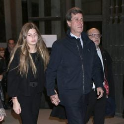 Cayetano Martínez de Irujo y su hija Amina en el funeral de la Duquesa de Alba en Madrid