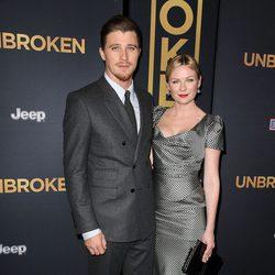 Garrett Hedlund y Kirsten Dunst en el estreno de 'Unbroken' en Los Angeles