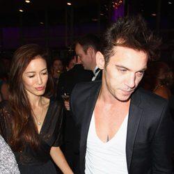 Jonathan Rhys Meyers junto a su novia Mara Lane