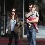 Megan Fox pasea junto a su marido Brian Austin Green y su hijo Noah