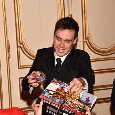 Louis Ducruet entrega regalos de Navidad a los niños de Mónaco