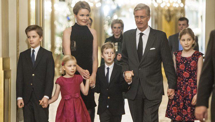 Felipe y Matilde de Bélgica con sus cuatro hijos en el Concierto de Navidad 2014