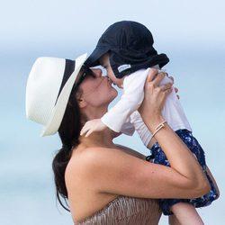 Lauren Silverman disfrutando de su hijo