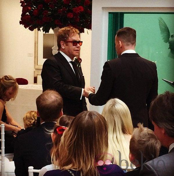 Elton John y David Furnish el día de su boda en Windsor