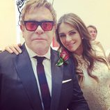 Elton John con Liz Hurley el día de su boda con David Furnish