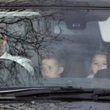 David y Victoria Beckham llegan con sus hijos a la boda de Elton John y David Furnish