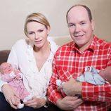 Alberto y Charlene de Mónaco presentan a sus hijos Jacques y Gabriella