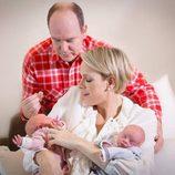 Los Príncipes de Mónaco con sus hijos Jacques y Gabriella en sus primeras imágenes