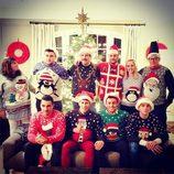 Tom Daley y su novio Dustin Lance Black celebran la Navidad con sus amigos