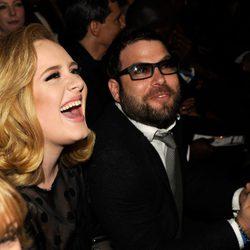 Adele y Simon Konecki en los 54º Premios Grammy