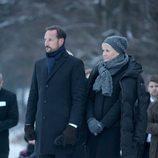 Los Príncipes Haakon y Mette-Marit de Noruega en una homenaje a las víctimas del tsunami de Tailandia