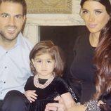 Cesc Fàbregas y Daniella Semaan reciben 2015 con su hija Lia