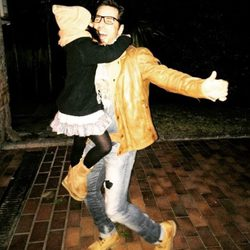 David Bustamante con su hija Daniella después del espectáculo de Disney
