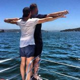 Sam Smith y su novio recrean la famosa escena de 'Titanic'