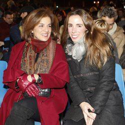 Ana Botella y su hija Ana Aznar en la Cabalgata de Reyes de Madrid 2015