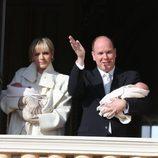 Los Príncipes Alberto y Charlene de Mónaco presentan oficialmente a sus mellizos Jacques y Gabriella