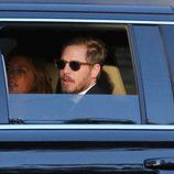 Drew Barrymore y Will Kopelman llegando a la boda de Cameron Diaz y Benji Madden