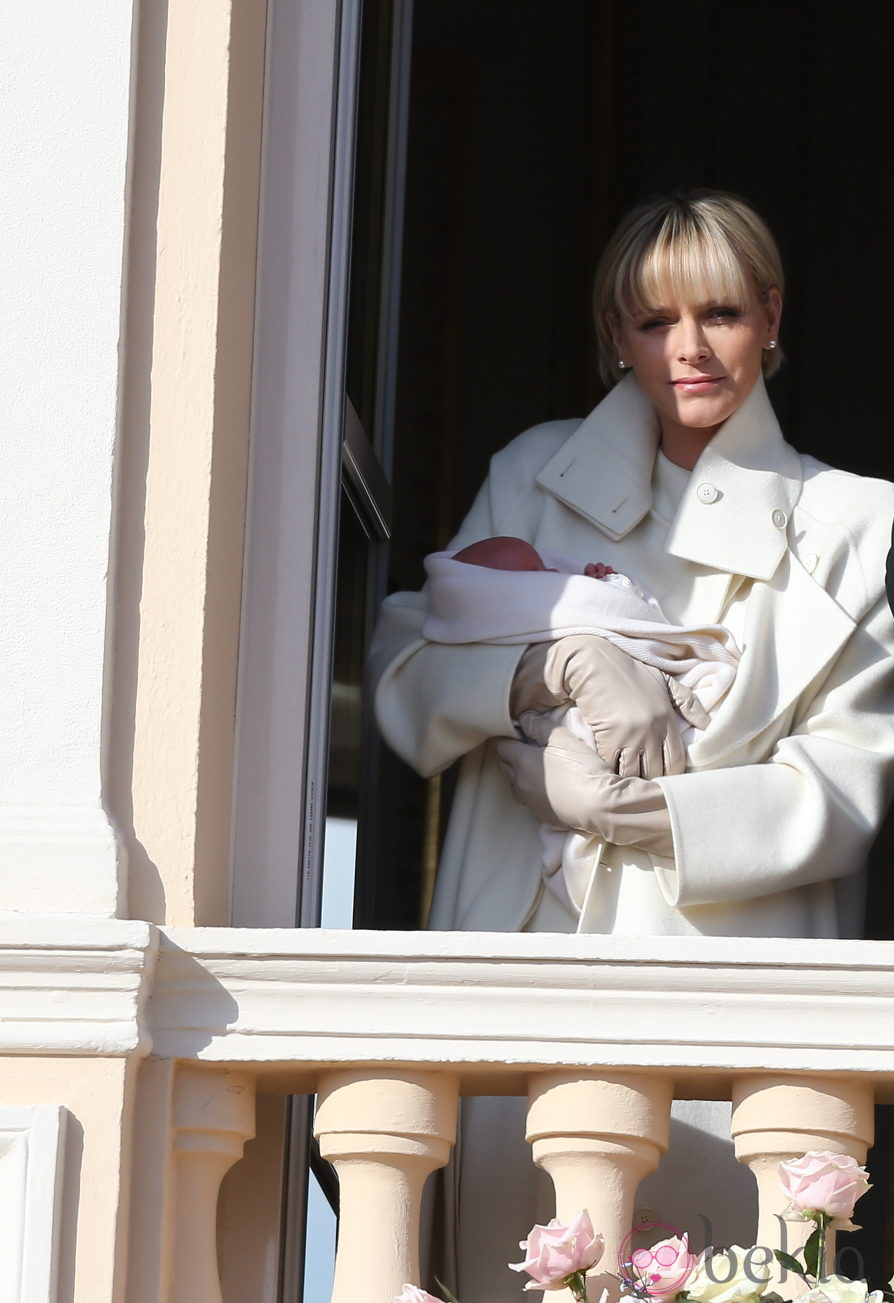 La Princesa Charlene de Mónaco con su hija Gabriella en su presentación oficial