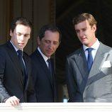 Gad Elmaleh, Louis Ducruet y Pierre Casiraghi en la presentación de los mellizos Jacques y Gabriella