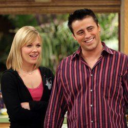 Matt LeBlanc y Andrea Anders actuando en la serie 'Joey'