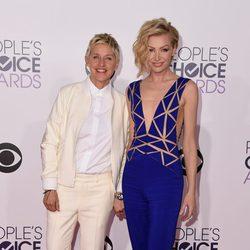 Ellen DeGeneres y Portia de Rossi en los People's Choice Awards 2015