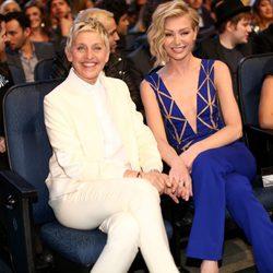 Ellen DeGeneres y Portia de Rossi en la gala de los People's Choice Awards 2015