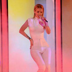 Iggy Azalea durante su actuación en los People's Choice Awards 2015